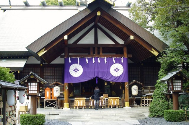 Photo from http://tokyoing.net/wp-content/uploads/2014/03/japanese-shrine-in-tokyo-11.jpg