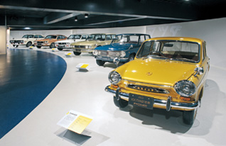 Photo from http://www.mazda.com/ja/about/museum/