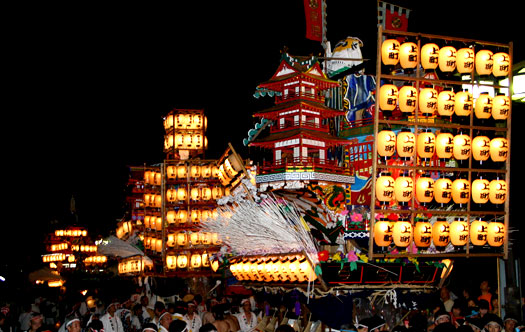 Photo from sango-kc.blog.eonet.jp and http://yomanakya.com/wp-content/uploads/2013/06/gion_matsuri.jpg